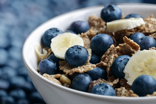 Lots of wholegrains, fruit and nuts could help people with asthma